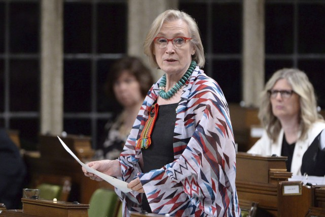 La ministre fédérale des Affaires autochtones, Carolyn Bennett.... (Photo La Presse Canadienne, Adrian Wyld)