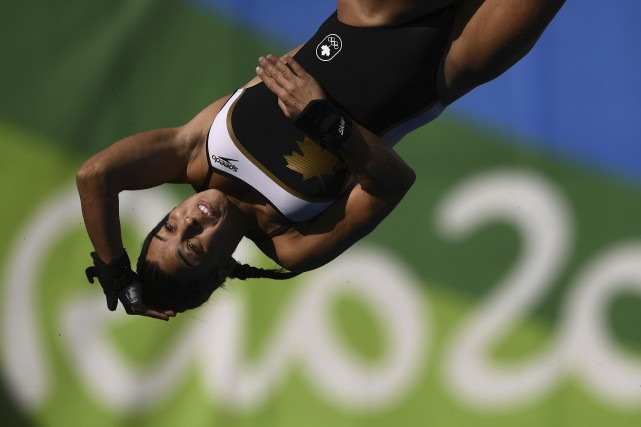 Meaghan Benfeito aux qualifications du tremplin de 10... (AFP, Martin Bureau)