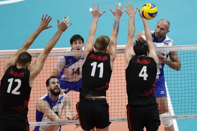 L'équipe canadienne de volleyball avait bien fait aux... (AP)