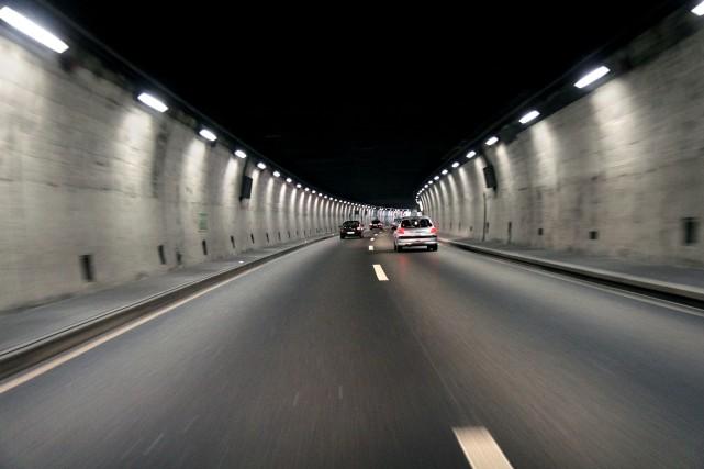 Un tunnel reliant le pont Cartier-Macdonald à l'autoroute 417 pour désengorger... (123RF/kodda)