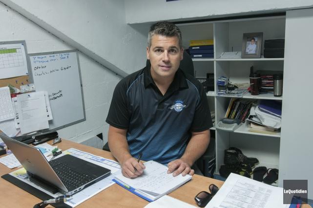 L'entraîneur et directeur général des Sags, Yanick Jean,... (Photo Le Quotidien, Michel Tremblay)