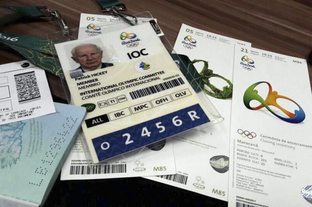 Les documents appartenant au chef des Comités olympiques... (AP, Renato Domingues)