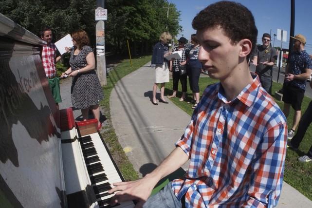 Des artistes se réuniront autour de quatre pianos... (Alain Dion)
