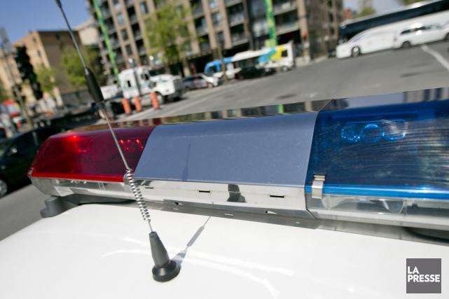 Les policiers ont également saisi un couteau et... (archives La Presse)
