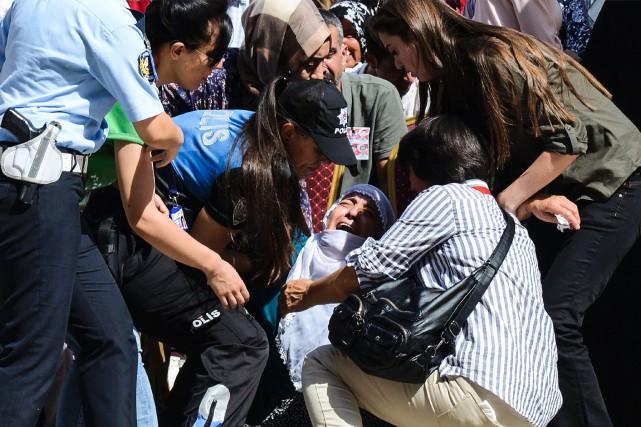 Trois personnes, deux civils et un policier, avaient... (PHOTO ILYAS AKENGIN, ARCHIVES AGENCE FRANCE-PRESSE)