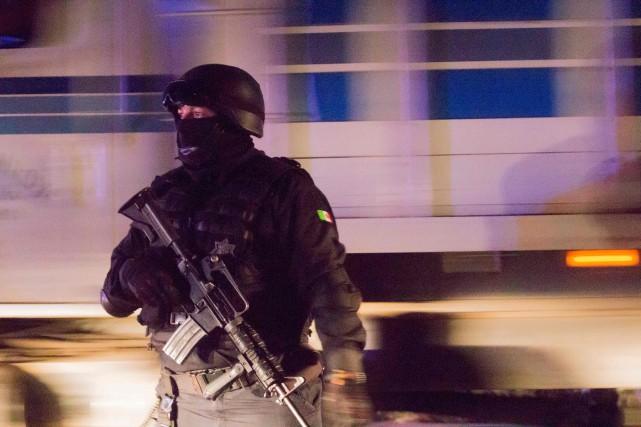 Un policier mexicain.... (Photo Hector Guerrero, Agence France-Presse)