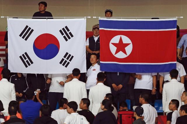 Les drapeaux de la Corée du Sud et... (PHOTO ISSEI KATO, ARCHIVES REUTERS)