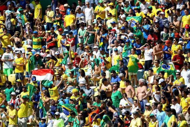 Quelque 78000personnes étaient réunies au mythique stade Maracanã... (PHOTO LEONHARD FOEGER, REUTERS)