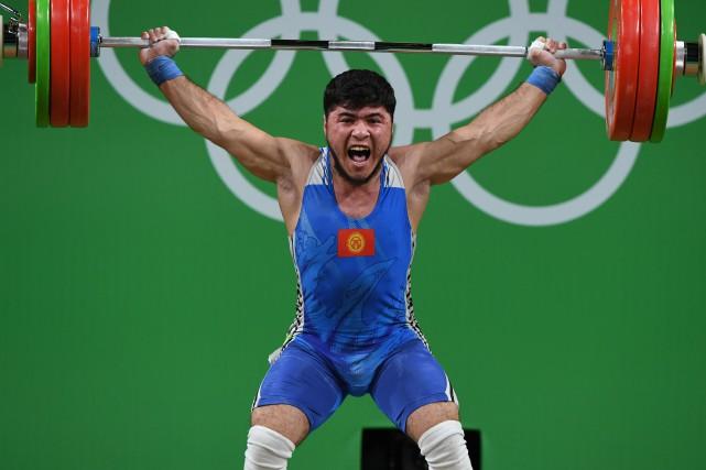 L'haltérophile kirghize Izzat Artykov... (Photo Goh Chai Hin, AFP)