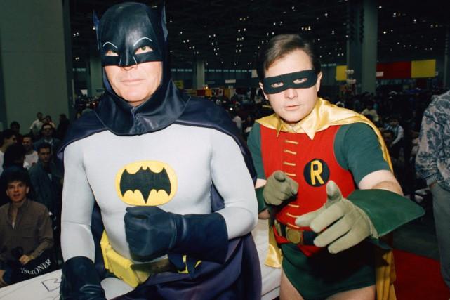 Adam West et Burt Ward vêtus de leurs... (ARCHIVES AP)