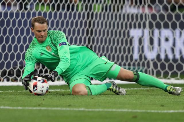 Le gardien vedette de l'équipe d'Allemagne, Manuel Neuer.... (Photo Valery Hache, AFP)