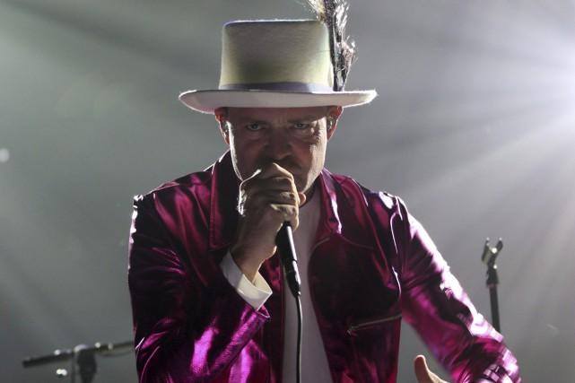 Le chanteur Gord Downie souffre d'un cancer au... (THE CANADIAN PRESS)
