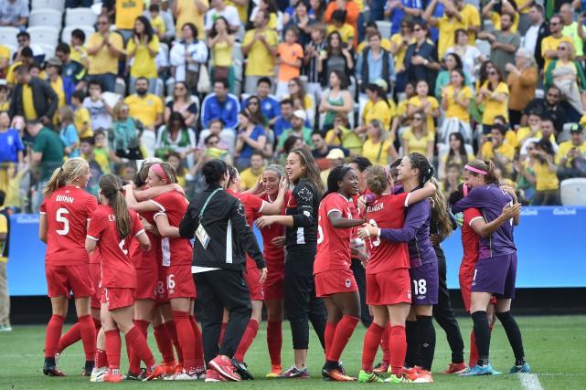 L'équipe canadienne de soccer féminin a remporté la... (PHOTO NELSON ALMEIDA/AFP)