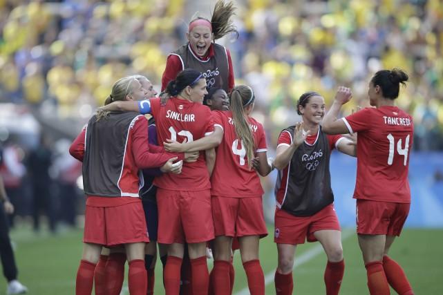 L'équipe de soccer féminine canadienne a mérité le... (AP)