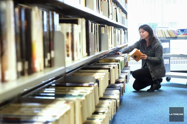Les lecteurs boulimiques fréquentant la bibliothèque Éva-Senécal peuvent... (Archives, La Tribune)