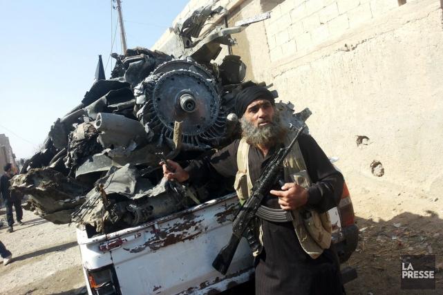 Un djihadiste du groupe État Islamique à Raqqa,... (Photo AFP)