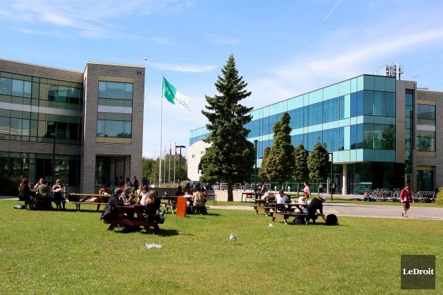 Le collège La Cité est l'une des 24... (Patrick Woodbury, Archives LeDroit)
