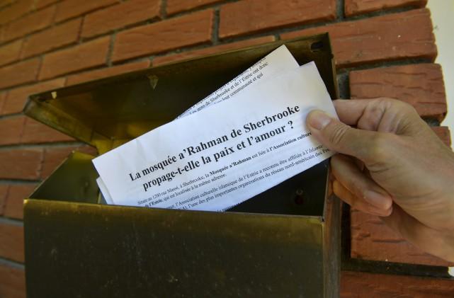 Le tract qui associe la mosquée A'Rahaman à... (Spectre Média, Maxime Picard)