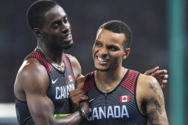 Brendon Rodney et Andre De Grasse après la course,... (Photo La Presse Canadienne)