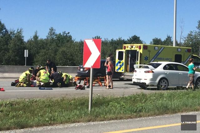 Un motocycliste l'a échappé belle samedi avant-midi à Sherbrooke après s'être... (La Tribune, Charles Beaudoin)