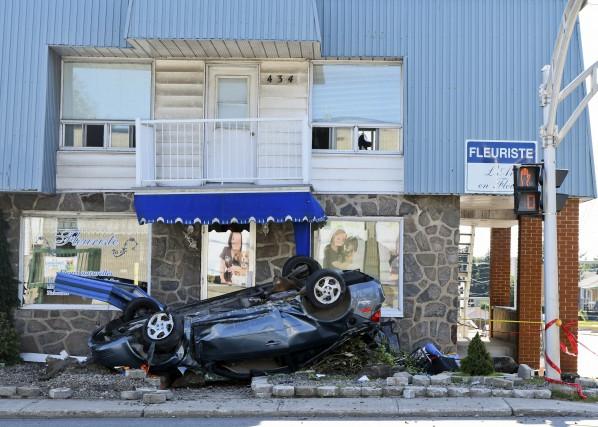 Un homme qui circulait à bord d'une voiture volée s'en est tiré avec des... (Andréanne Lemire)