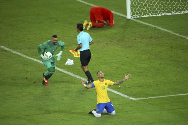Le Brésil a eu besoin des tirs de barrage pour venir à bout de l'Allemagne et... (REUTERS)