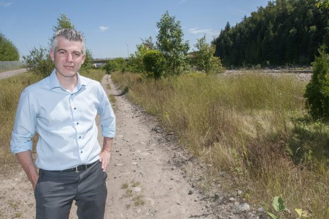 Le conseiller municipal Luc Boivin pose ici devant... (Photo Le Progrès-Dimanche, Michel Tremblay)