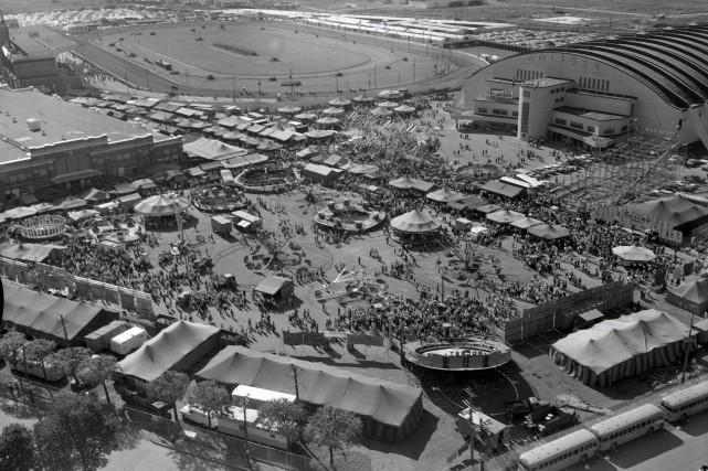 Expo Québec devant le Colisée, en 1957... (Archives de la Ville de Québec,  négatif N004129)