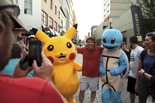 Des mascottes de Pokémon étaient présentes pour égayer... (Photo Dave Hamel)