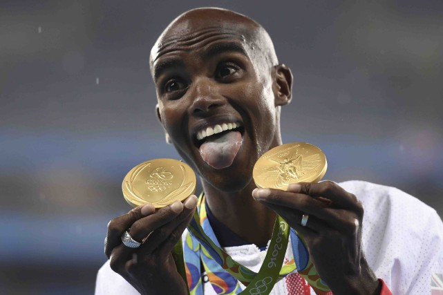 Mo Farah a réalisé un deuxième doublé olympique... (AFP, Eric Feferberg)