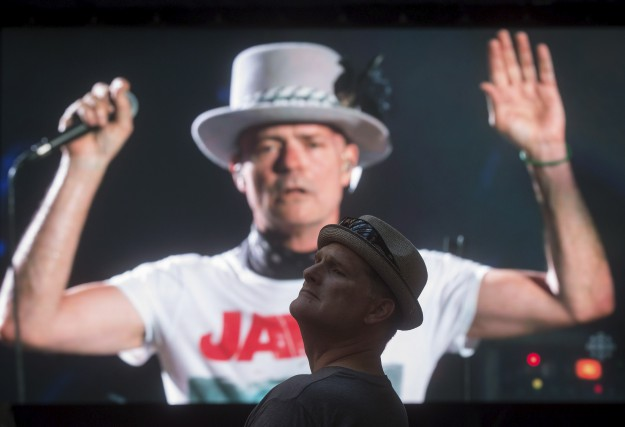 Gord Downie lors du spectacle d'adieu du groupe... (Archives La Presse canadienne)