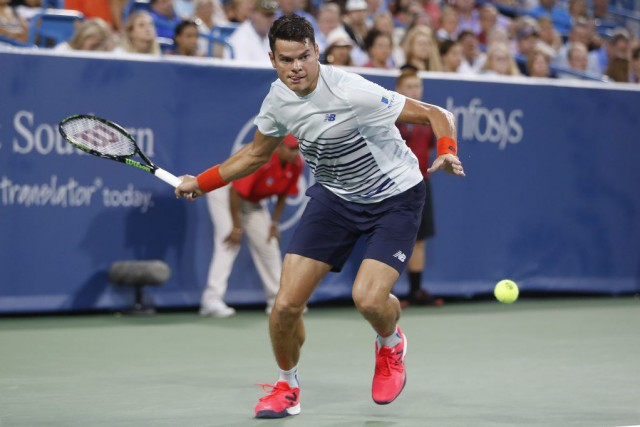 Milos Raonic... (PHOTO JOHN MINCHILLO, AP)