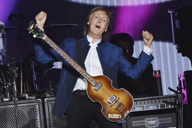 À 74ans, Paul McCartney monte toujours sur scène avec entrain. (AFP)