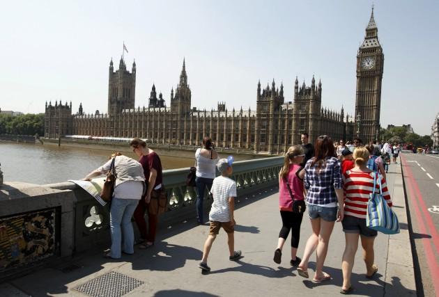 Le plongeon de la livre sterling fait le... (AFP, Justin Tallis)