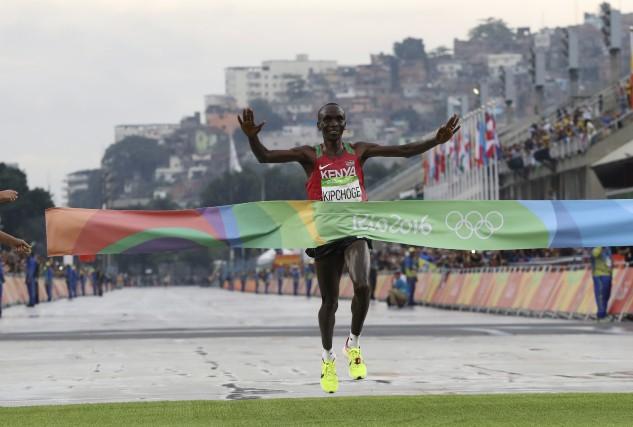 Le Kényan Eliud Kipchoge, vainqueur des plus grands... (AP, Petr David Josek)