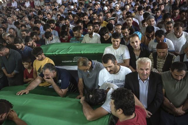L'attentat suicide qui a tué au moins 51... (AFP, Ilyas Akengin)