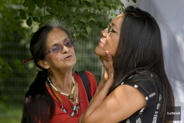 L'aînée autochtoneAnnie Smith St-Georges et la musicienne Kathia... (Martin Roy, LeDroit)