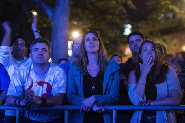 Des spectateurs visiblement émus ont assisté à une... (PHOTO PC)