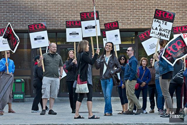 Au Collège de Rosemont, les syndicats ont bloqué... (PHOTO PATRICK SANFACON, LA PRESSE)