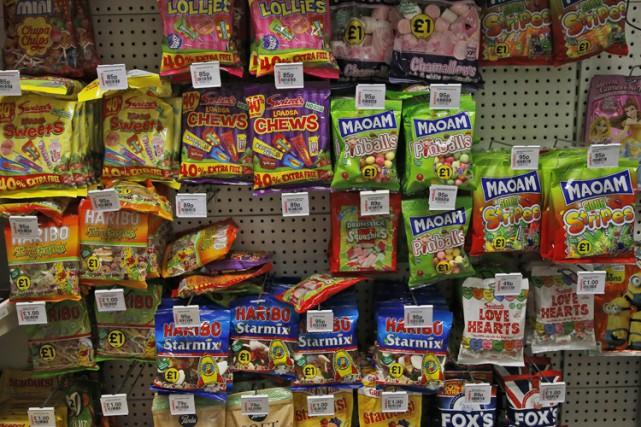 Les enfants américains mangent trois fois plus de sucres ajoutés qu'ils ne... (ARCHIVES AP)