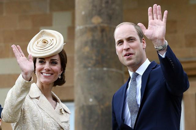 Le prince William et son épouse Kate, photographiés... (Brian Lawless, PA via AP)