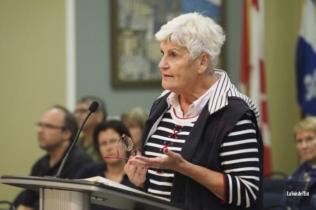 Selon la citoyenne Hattie Dittman, la Ville n'a... (Alain Dion, La Voix de l'Est)