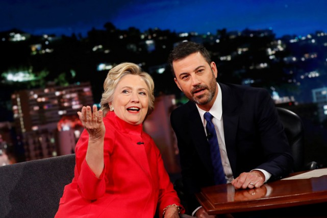 Hillary Clinton était l'invitée du talk-show Jimmy Kimmel Live,... (PHOTO REUTERS)