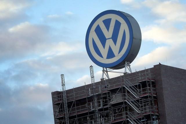 Volkswagen a annoncé mardi une solution dans le... (Photo Michael Sohn, archives AP)
