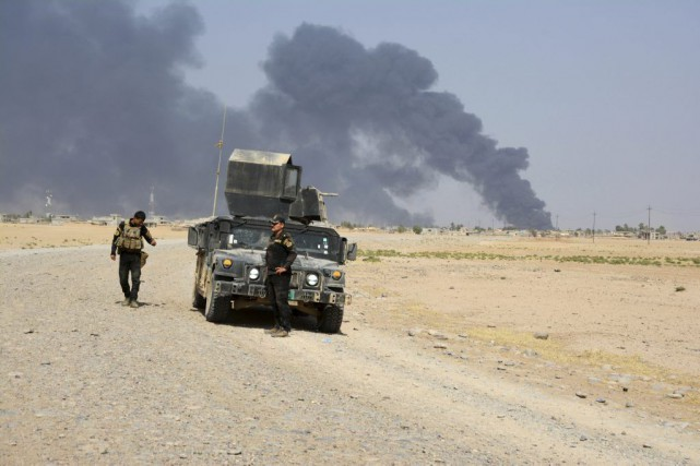 De la fumée émerge des combats entre les... (PHOTO ARCHIVES REUTERS/STRINGER)
