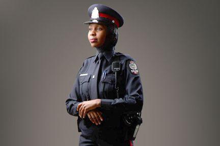 La police d'Edmonton (notre photo) permet aux agentes... (PHOTO TIRÉE DU SITE WEB DU SERVICE DE POLICE D'EDMONTON)