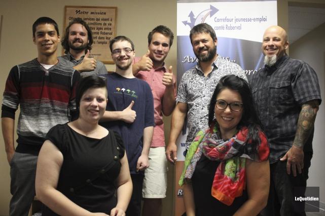 Les participants du projet Volontaria et les intervenants... (Photo Le Quotidien, Isabelle Tremblay)