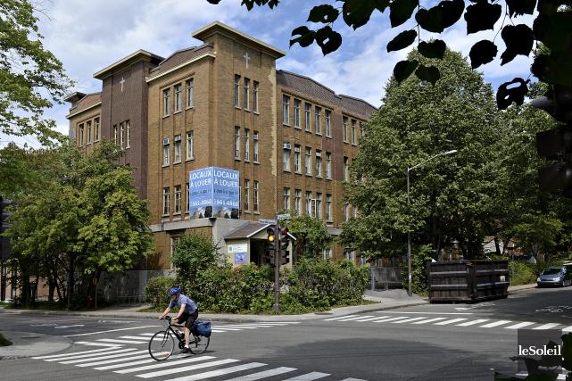 L'ancienne école Saints-Martyrs-Canadiens, dans le quartier Montcalm, a... (Le Soleil, Patrice Laroche)