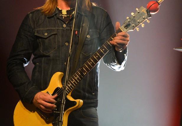 Steve Hill en concert avec saGibson Les Paul... (Photo Yan Doublet, Le Soleil)