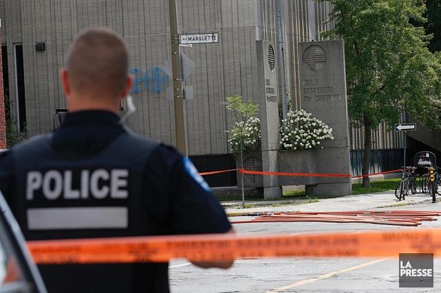 Un colis suspect monopolise les services d'urgence à... (Photo Patrick Sanfaçon, La Presse)